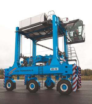 Image Kalmar hybrid straddle carrier Photo Cargotec