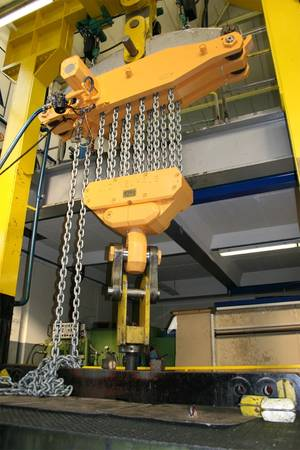 The new EH 125 lifting unit in the test stand