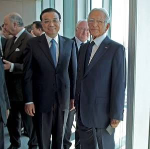 Chinese Prime Minister LI Keqiang (left) with Jacques R. Saadé, Founder, Chairman and Chief Executive Officer of CMA CGM (Photo: CMA CGM)