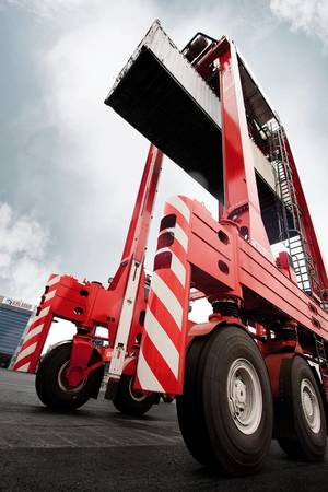 Kalmar electric straddle carriers help Eurofos gear up for growth at the Port of Fos, France