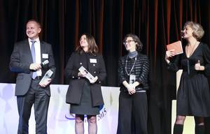 Emmanuel Renevot, President of Kelvion (GEA Batignolles Technologies Thermiques), with Barbara Shussler (Marketing Manager for Wieland) and Brigitte Ploix (Deputy Vice President for Process and Technologies at Technip), receiving the Innovation award (photo: © Tonje Thoresen)