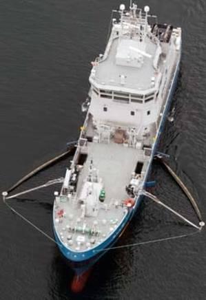KBV 033 oil recovery operation: Photo courtesy of Kongsberg