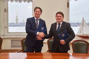 Konstantin Palnikov, Director General of the Russian Maritime Register of Shipping (right), signed the framework agreement with Knut Ørbeck-Nilssen, CEO DNV GL – Maritime