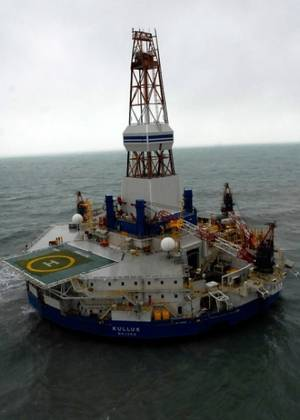 Rig Kulluk Aground: Photo credit Shell
