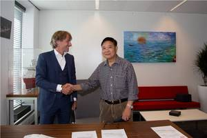 LEFT Alexander van Noort COO IHC - RIGHT Mr Luo Rijia Deputy Chief Engineer of CCCC GDC (c)Photo Royal IHC
