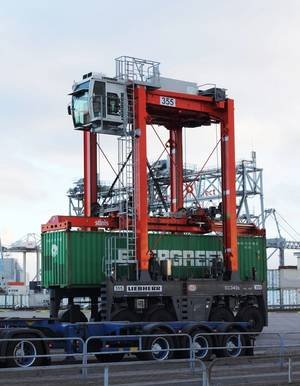 Straddle carrier: Photo courtesy of Liebherr