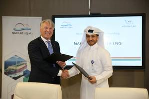Sveinung J.S. Støhle, President and CEO of Höegh LNG & Nakilat's Managing Director Eng. Abdullah Al-Sulaiti. Photo: Nakilat