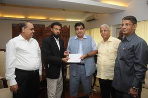 NUSI presents Cheque for the Relief of flood affected brothers and sisters in Jammu & Kashmir