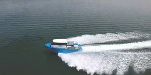 NAMJet's 10 meter demonstration boat underway at full speed (Credit: NAMJet)