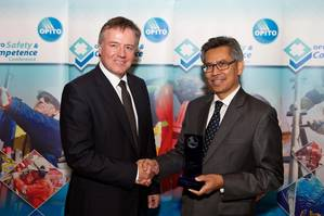 Conference chair Gordon Ballard presents the award for OPITO Training Provider of the Year to MSTS/Falck Safety Services Malaysia.