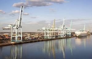 The port of Jacksonville could become a key LNG bunkering center in the United States. (Credit: Ramunas Bruzas)