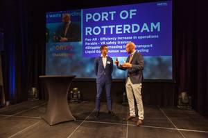 Photo: Port Authority CFO Paul Smits tells presenter Mare Straetmans (Managing Director of PortXL) and the audience at the Shakedown event which start-ups the Port of Rotterdam Authority will be working together with. Photo: Marc Nolte