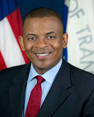 Official portrait of Secretary of Transportation Anthony Foxx.