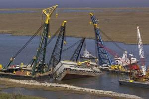 Sunken-Inland-Drill-Barge_w.jpg