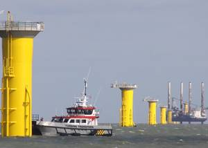 Work is carried out at the London Array, off Ramsgate (Photo: Burgess Marine)