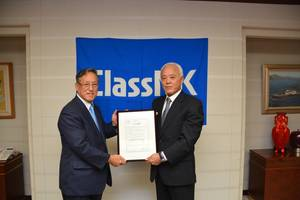 Left: ClassNK Executive Vice President Mr. Koichi Fujiwara Right: Iino Marine Service President Hisahiro Oshima (Photo: ClassNK)