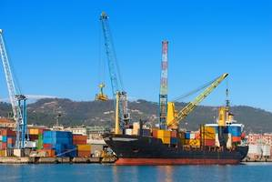 A containership in port (Photo: Business Wire)