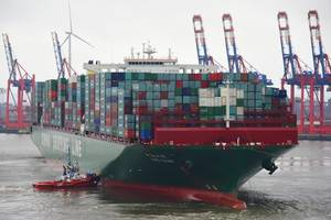 One of the worlds largest containerships, CSCL Globe (19,224 TEU). Efficiently loading and unloading ships of such dimensions presents challenges to ports. With its StowMan[S] software, INTERSCHALT helps liner operators to plan container storage positions, shortening unloading times and increasing the usable shipping volume. As the new majority shareholder, DPE will help INTERSCHALT to implement its growth strategy. (Photo: Hasenpusch Photo)