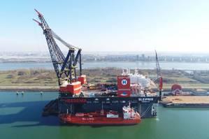 Sleipnir takes on the world's largest ever LNG bunkering (Photo: Heerema)