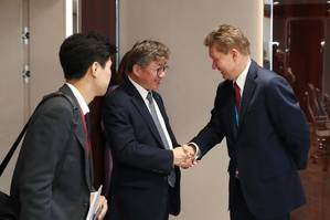 Hee-Bong Chae and Alexey Miller at meeting. Photo: Gazprom
