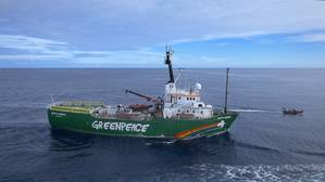 Greenpeace ship Arctic Sunrise protests oil prospecting in the Canary Islands (Photo: CopterClouds/ Greenpeace)