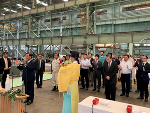 During the keel laying ceremony, second from left; Takaya Soga, managing corporate officer of NYK (Photo: NYK Group)