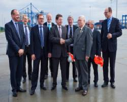 From the left: Jeff Gościniak, CEO Maersk Line Polska, Christian Pederson, Eivind Kolding, CEO Maersk Line, Peter Hildebrandt, AE10 String Manager, Maersk Line, Boris Wenzel, CEO DCT Gdansk, Lord MacDonald, Chairman Macquarie Europe, Lech Walesa, former President of Poland, Jedrzej Mierzewski, COO DCT Gdansk, Pawel Adamowicz, President of the City of Gdansk.