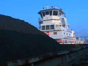 A coal barge underway on U.S. inland waterways (CREDIT: AEP)