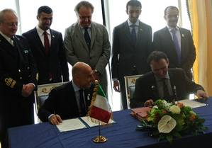 Ugo Salerno (seated, left) signing the agreement with Drydocks World