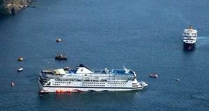 Sea Diamond sinking off Santorini, Greece (AP photo / Christos Bekiaris)