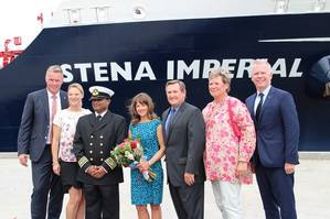 Erik Hånell, President and CEO Stena Bulk with wife Katarina Hånell; captain Vinay Singh; godmother Kari McCormick and Doug McCormick, Commercial Regional Manager, Chevron in Houston; Kristina Hagman and Carl-Johan Hagman, CEO Stena Shipping, Drilling & Ferries (Photo: Kristofer Hultén)