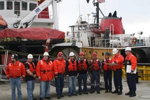 Crew members of Crowleys tugboat Alert receiving USCG commendation (Photo: Crowley)