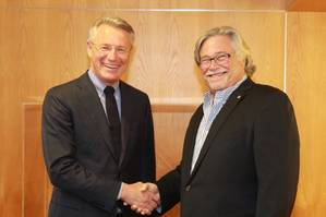 Björn Rosengren, President and CEO of Wärtsilä Corporation, with Micky Arison, Chairman of the Board of Carnival Corporation & plc (Photo: Wärtsilä)