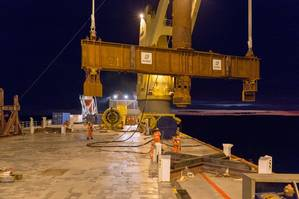 Overboarding the test beam (Photo: SAL Heavy Lift)