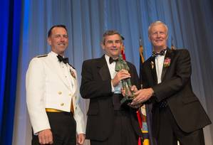 HII President and CEO Mike Petters (center) receives the United States Navy Memorial's Lone Sailor Award, presented by Chief of Naval Operations Adm. John M. Richardson (left) and Navy Memorial Foundation President and CEO John Totushek (Photo by Jeff Malet