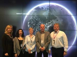 Signing of agreement between GAC EnvironHull and Statoil at Statoil's Headquarter in Stavanger, Norway. From left to right: Åshild Eltervåg, Nadia Nikmanesh, Elin Haave, Karl Ingvar Jorgensen and Robert Anderson. (Photo: Simon Doran)