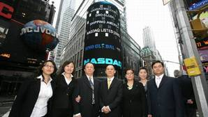 Sino-Global executives after the companys Nasdaq listing (photo courtesy of Sino-Global Shipping America)