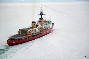 Coast Guard Cutter Polar Star cuts through Antarctic ice in the Ross Sea in January 2017 (U.S. Coast Guard photo by David Mosley)