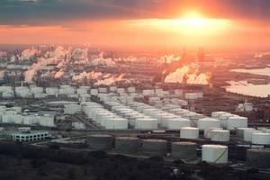 File Image: the Houston petrochechemical refining complex (CREDIT: AdobeStock / © Irina K)