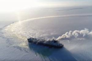 Icebreaking LNG carrier Vladimir Rusanov during ice trials in the Arctic Ocean (Photo: MOL)