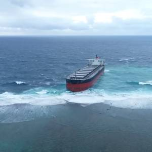 Large Bulk Carrier Grounds in Mauritius