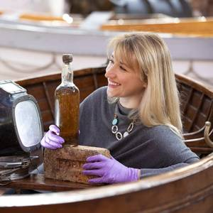 Museum Acquires 80-year-old Bottle of Whisky from 'Whisky Galore!' Shipwreck