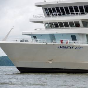 VIDEO: American Jazz Riverboat Set Free after Grounding in Kentucky