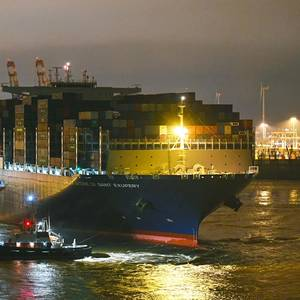 Hamburg Welcomes Its Largest Ever Box Ship