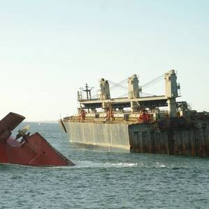 NYK to Send 110 Workers to Help with Clean-up after Wood-chip Carrier Breaks Apart off Japan