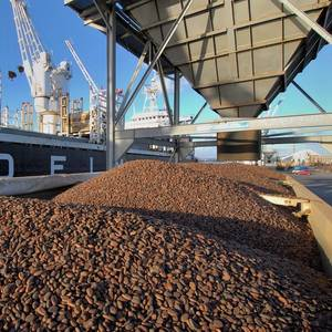 Ivory Coast's Cocoa Bean Stocks Pile Up as Port Deliveries and Exports Slow