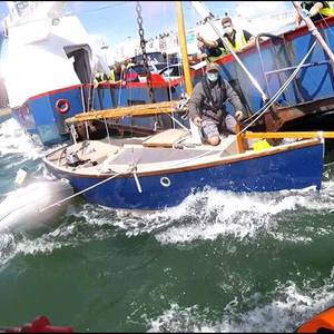 Video: Ferry Strikes a Yacht in England