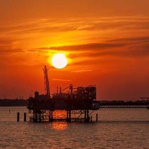 Oil Holds Above $75 on Big U.S. Inventories Drop With Gulf Output Still Recovering from Ida