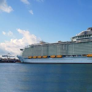 Royal Caribbean Asks Unvaccinated Passengers to Get Travel Insurance