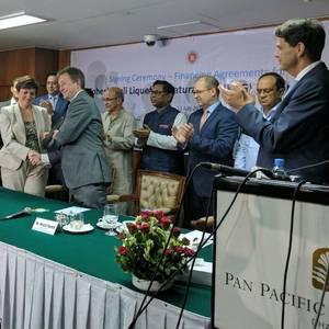 Bad Weather Stalls Bangladesh FSRU Hook Up